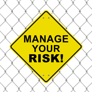 Yellow sign: Manage your risk!